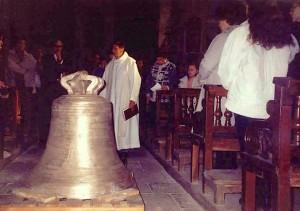 Cérémonie pour l'installation de la cloche restaurée